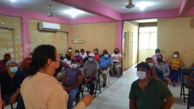 Photo of Yesenia  Martinez Dantory, se  reúne con empleados de limpia  y recolección  de basura en Reforma, Chiapas